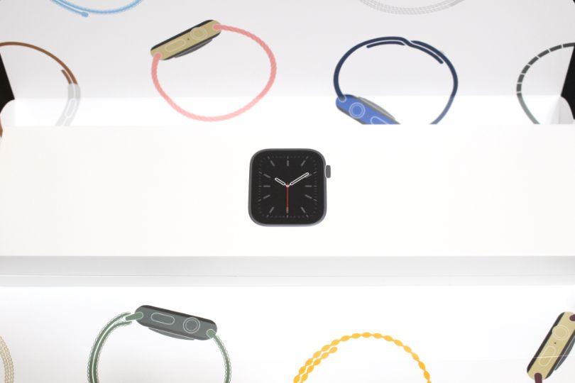 Apple WatchSeries6の外箱の中