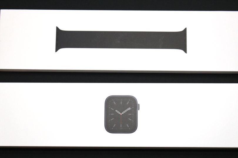 Apple WatchSeries6の本体とベルト