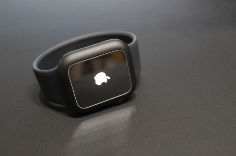 Apple WatchSeries6にマット系のブラックケースをつけるのも良い