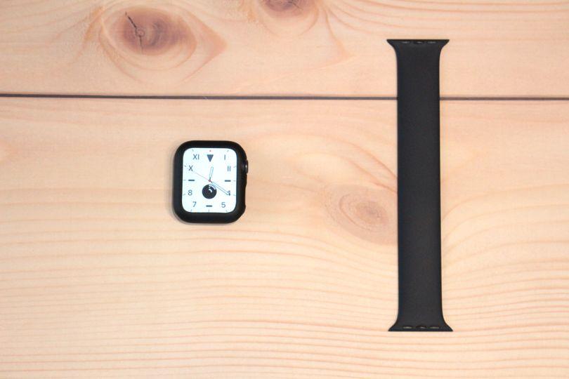 Apple Watch Series6本体とソロループ(ブラック)