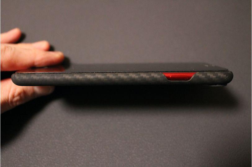 iPhone SE2(2020)用のPITAKA MagEZ Caseは衝撃がリスク