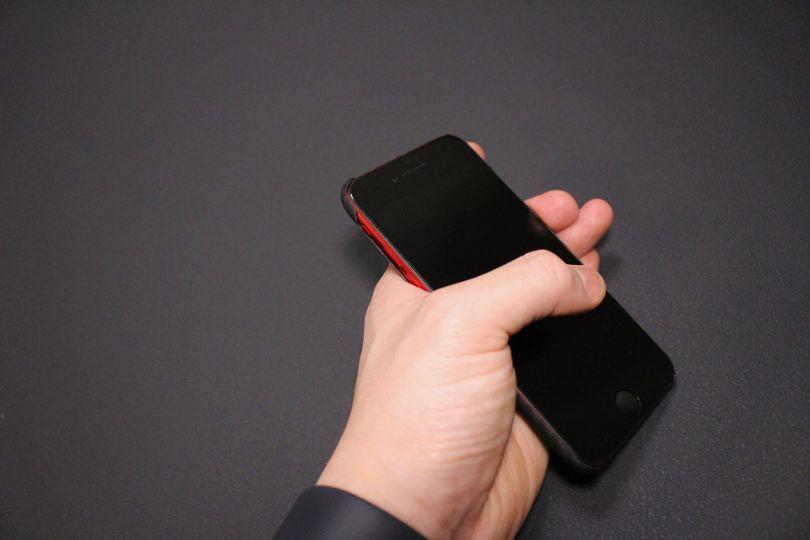 iPhone SE2(2020)用のPITAKA MagEZ Caseは吸い付きが良い