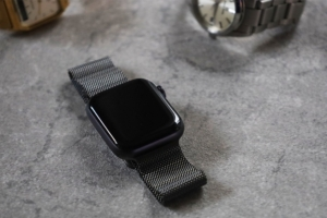 Apple Watch 純正ミラネーゼループ(グラファイト) レビュー|スーツに合う。超かっこいい