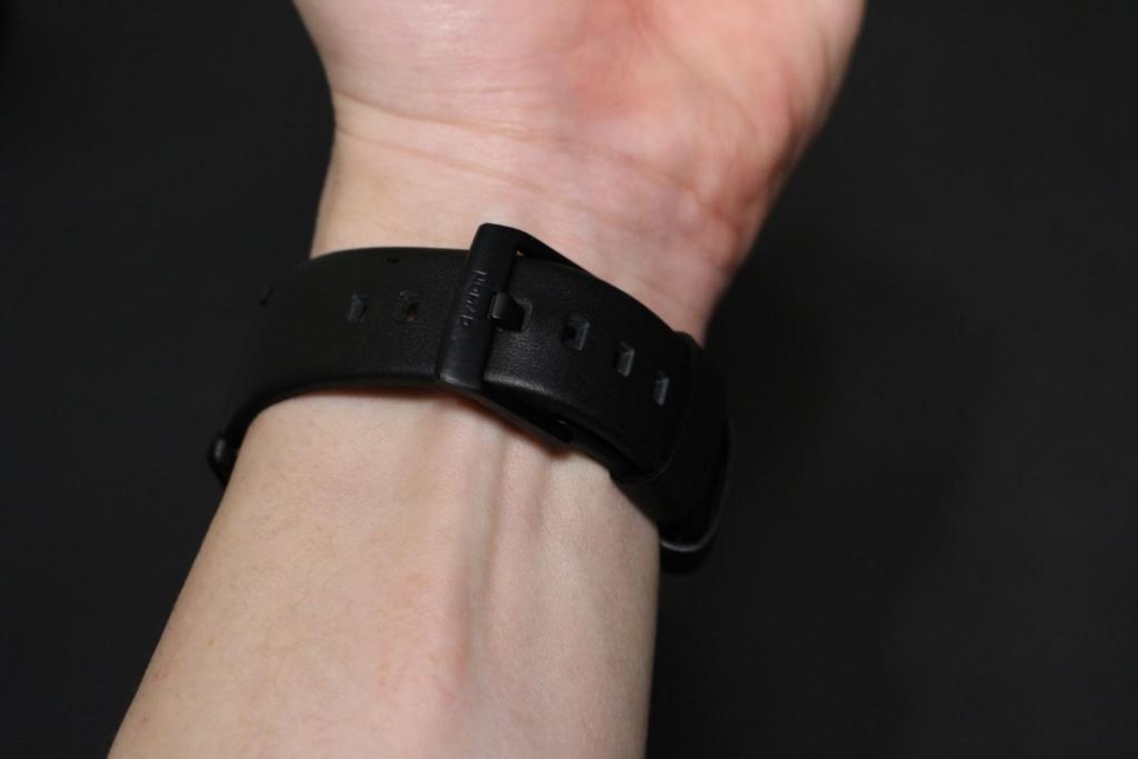 NOMAD Active Strap(防水レザー)の装着時の手首
