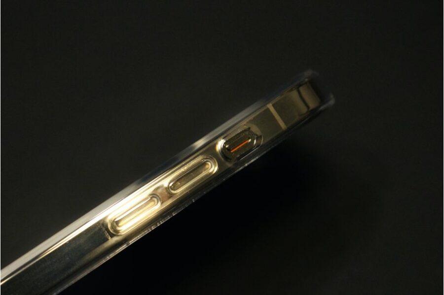 おMagSafe対応『iPhone12Pro・iPhone12』Apple純正クリアケース装着後の音量ボタン周り