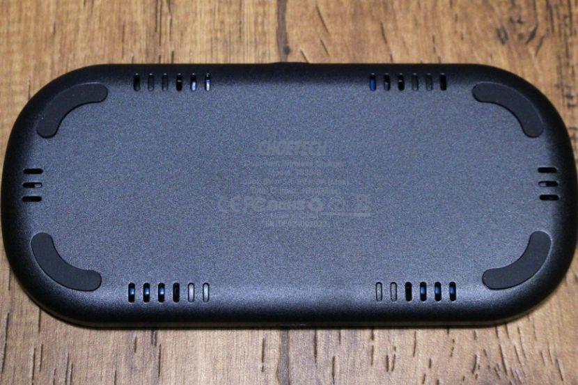 CHOTECH充電器 2台同時ワイヤレスチャージャーの裏面