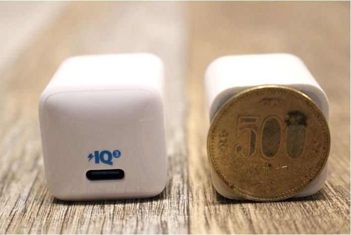 Anker PowerPortⅢ Nano 20Wの本体は500円サイズ2