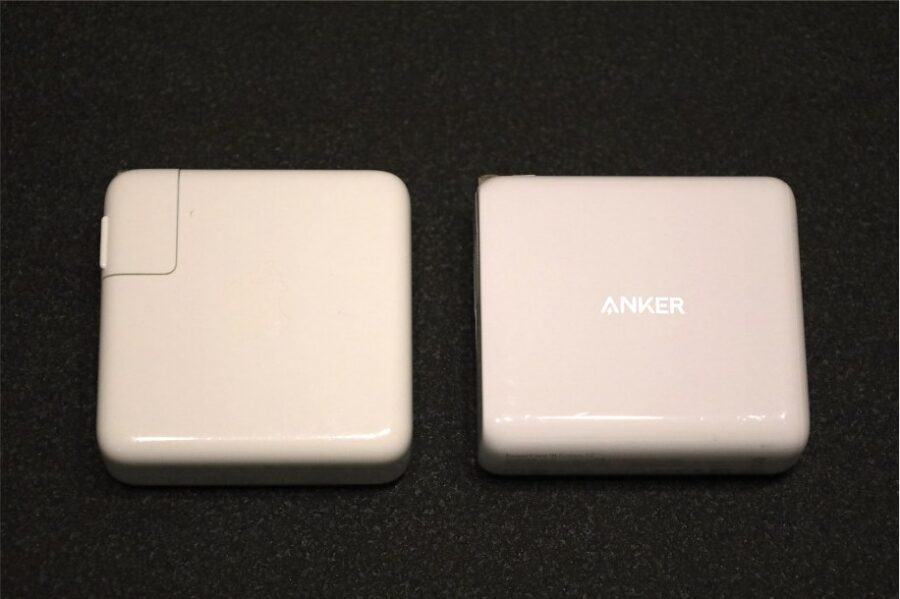 Anker:PowerCoreⅢ Fusion 5000とApple純正61W充電器の比較