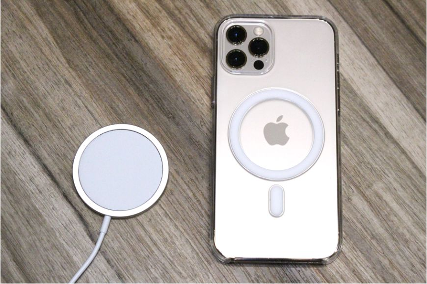 iPhone12シリーズ(無印・mini・Pro:Max)のApple MagSafe充電器本体とつける