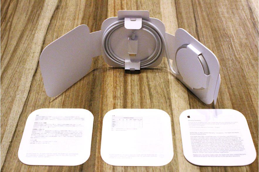 iPhone12シリーズ(無印・mini・Pro:Max)のApple MagSafe充電器内容物