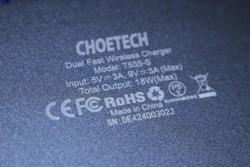 CHOTECH充電器 2台同時ワイヤレスチャージャーの裏文字