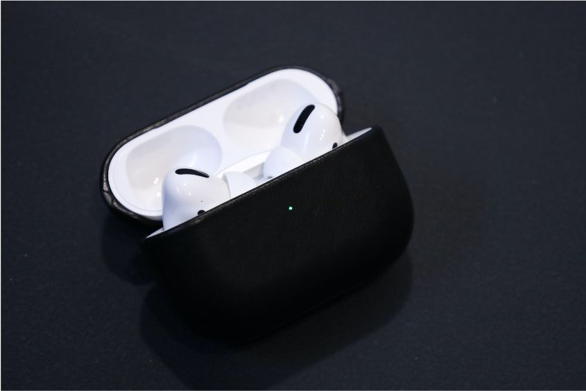 NOMAD Rugged Case AirPods Pro装着後