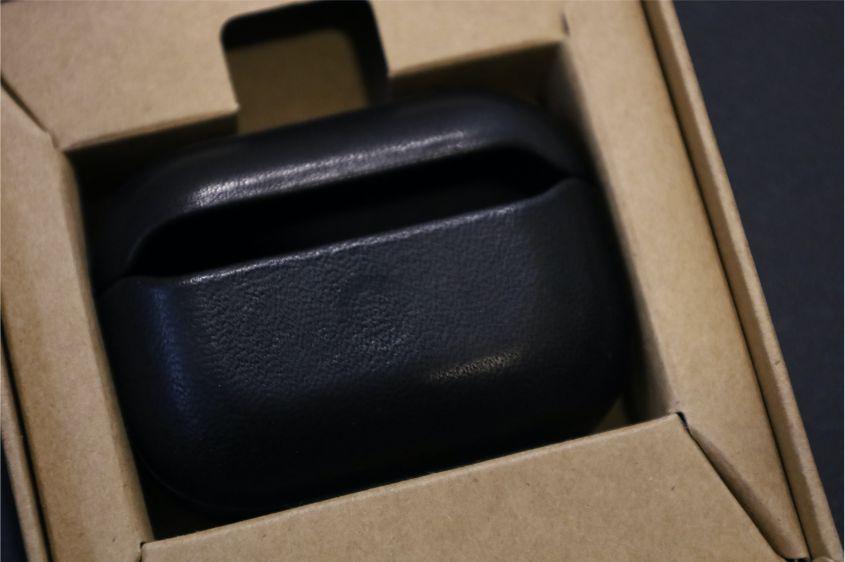 AirPods ProレザーケースのNOMAD Rugged Caseの中身背面部分