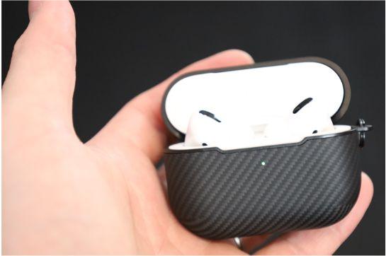 PITAKA Air Pal Mini for AirPods Proケースを装着後のLEDインジケーターはみやすい