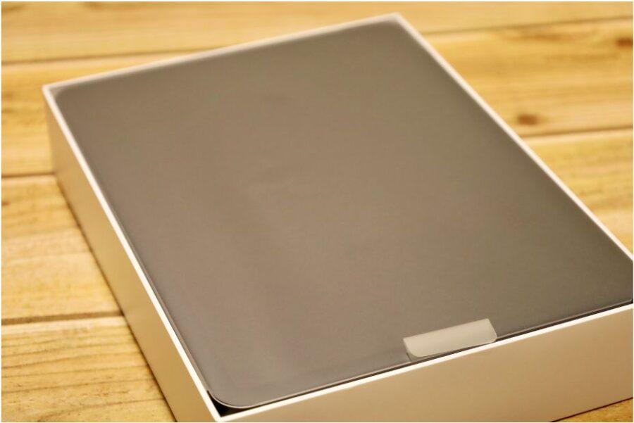 iPad Air 4(2020)画面にシートが覆われている状態