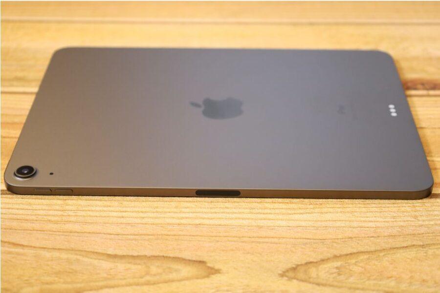 iPad Air 4(2020)本体右側の音量のある部分
