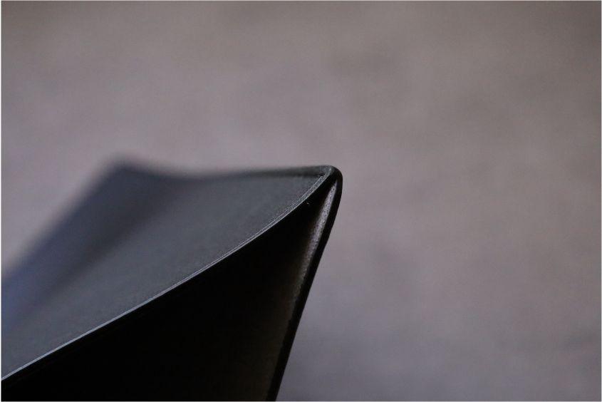 エレコムMacBook Air:Pro用のレザースリーブのデザインサイド部分