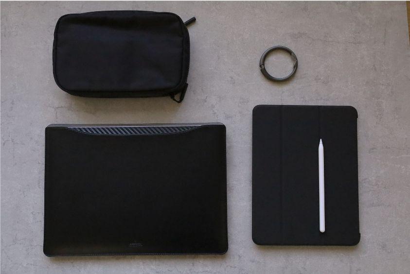 エレコムMacBook Air:Pro用のレザースリーブは他の製品と合う