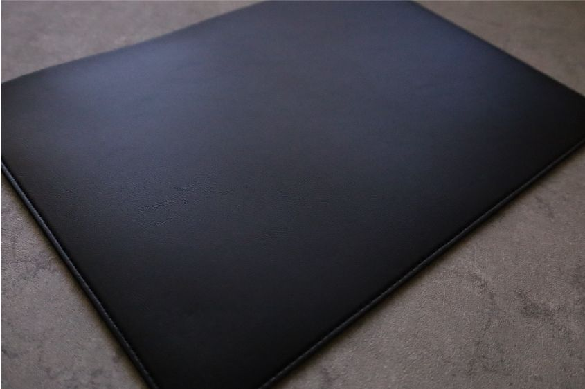 エレコムMacBook Air:Pro用のレザースリーブの本体外観デザイン裏面