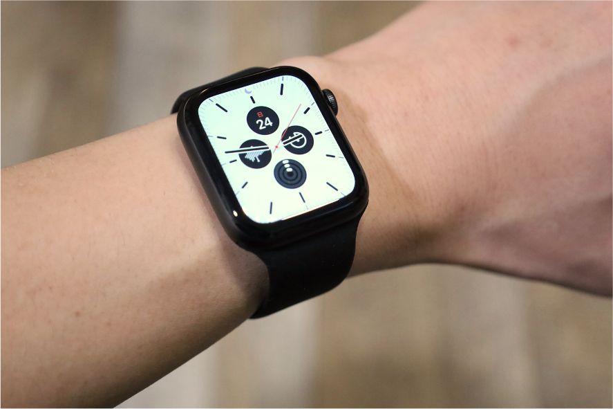 『FRESHCLOUD』ソロループ Apple Watchバンドを着用してみる白文字盤