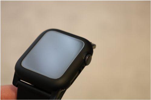 AMOVOのApple Watch用の全面保護ケース1