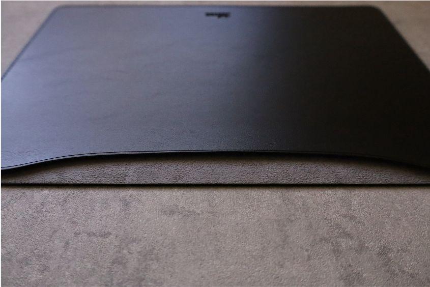 エレコムMacBook Air:Pro用のレザースリーブのパソコン入れる場所