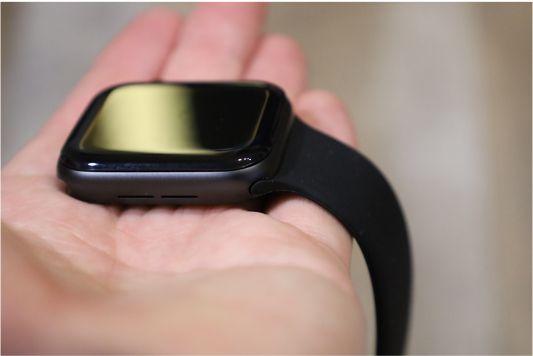 Apple純正ソロループと手に持って比較4