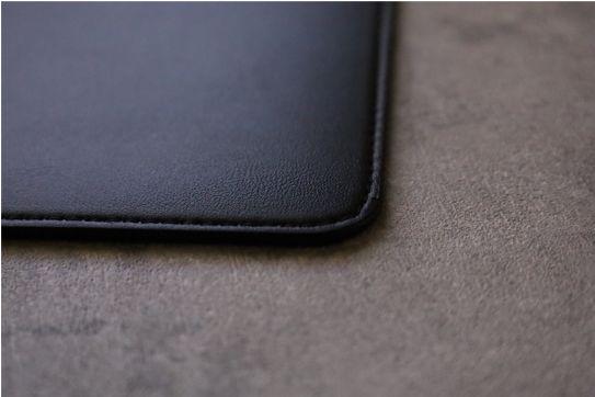 エレコムMacBook Air:Pro用のレザースリーブのデザインステッチ部分