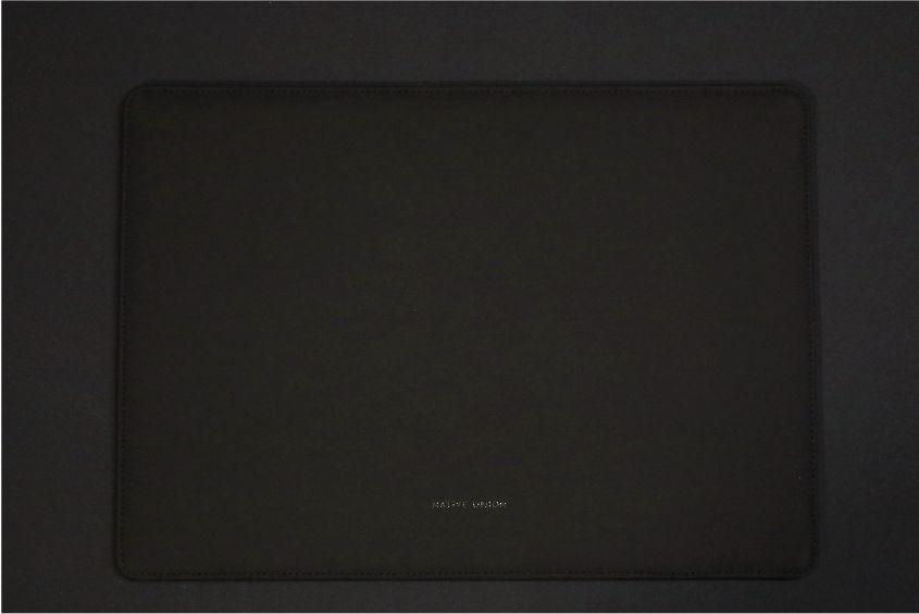 NATIVE UNION Stow Slim Sleeve MacBook Air:Pro用の本体裏面