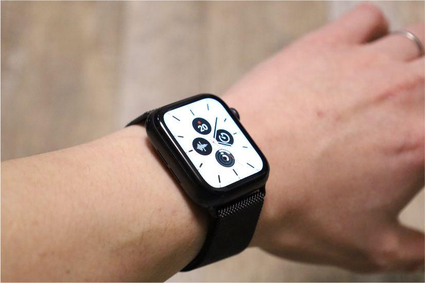 『BRG』ミラネーゼループ Apple Watchバンド装着後白文字盤
