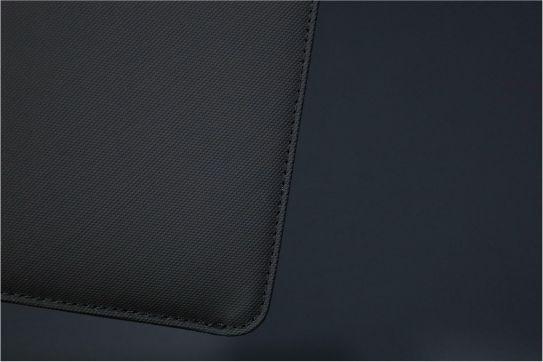 NATIVE UNION Stow Slim Sleeve MacBook Air:Pro用の本体裏面下部