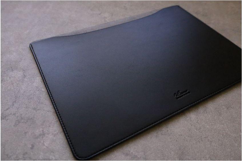 エレコムMacBook Air:Pro用のレザースリーブの本体外観デザイン