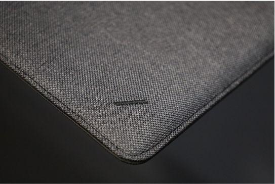 NATIVE UNION Stow Slim Sleeve MacBook Air:Pro用の本体斜めした