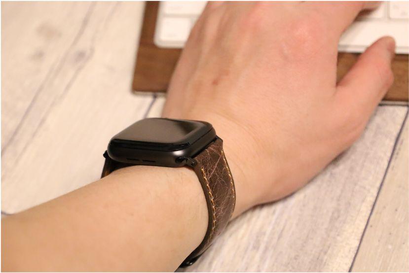 『Tasikar』おしゃれクラシック Apple Watchレザーバンド本体装着パソコン打っている時