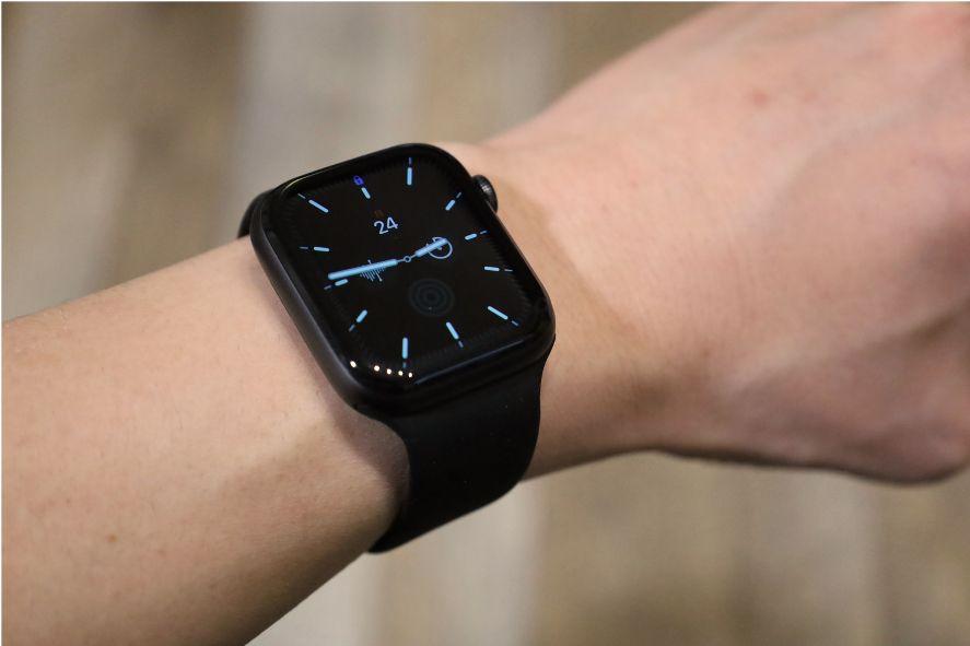 『FRESHCLOUD』ソロループ Apple Watchバンドを着用してみる黒文字盤