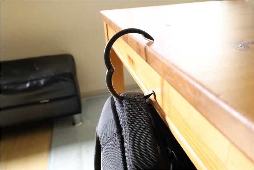 Clipa 2を実際に使用してみて感じた良かった点(メリット)かばんを地面に置かなくてすむ