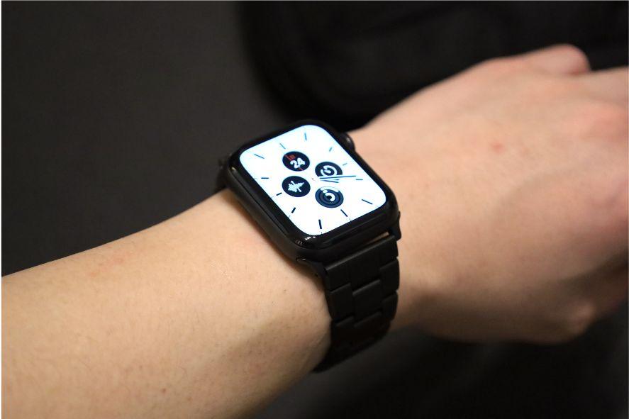 『JEDirectr』Apple Watch王道ステンレスバンドの文字盤白