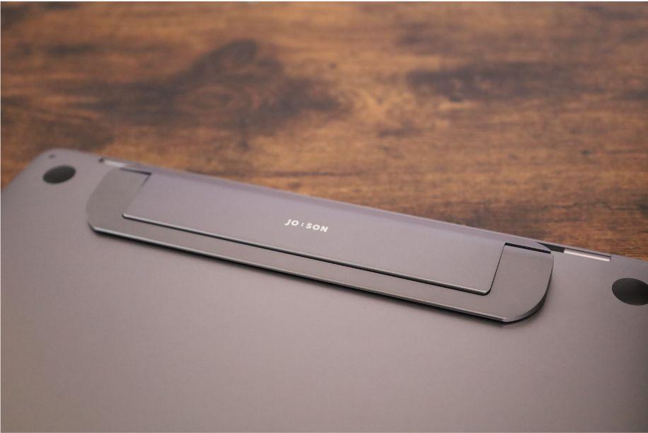 JOBSONノートPCスタンドをMacBookに装着すると純正ぽさがでて美しい