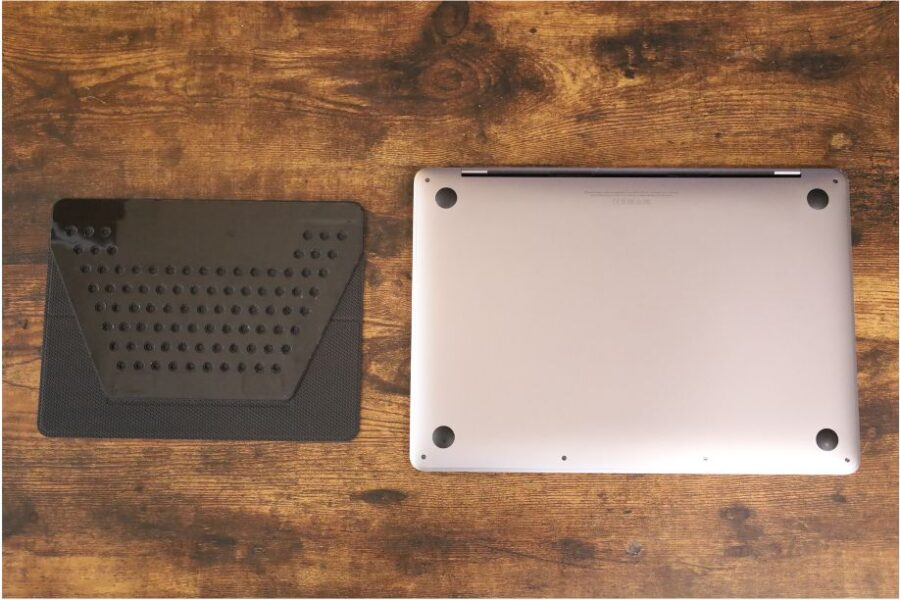 MOFTノーマルスタンドとMacBookPro裏面