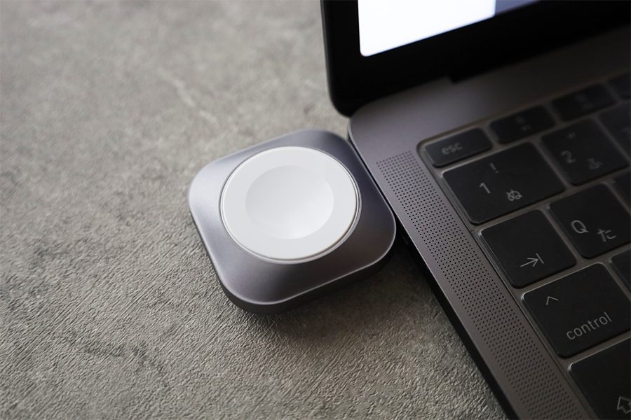 Satechi USB-C Apple Watch 充電ドックはMacBookProにぐらつきなくキレイにハマる