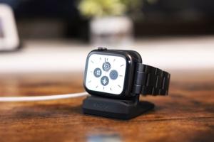 Apple WatchのSpigen充電器