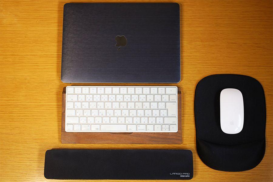 リストレスト置いてキーボードを置くとキレイになる