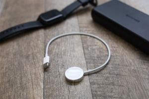 Apple Watch 磁気充電ケーブル「0.3m」レビュー|外出時のバッテリー充電の最適解