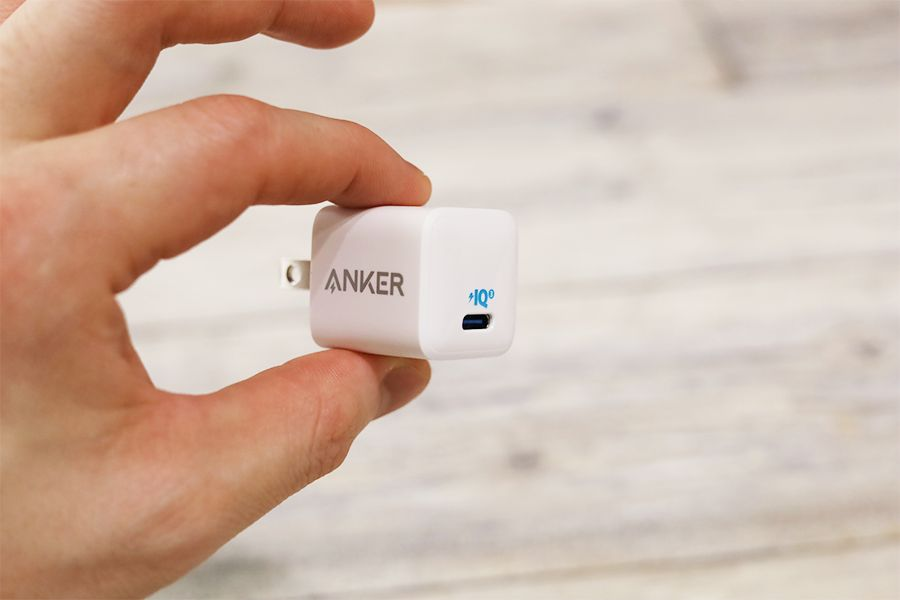 Anker PowerPort Nano Ⅱ 20Wの充電器は小さい