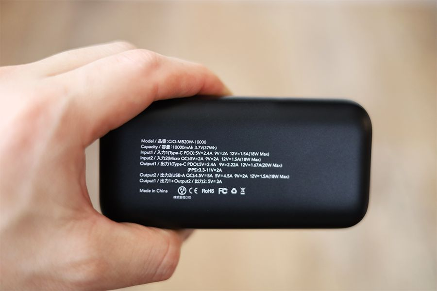 CIO-MB20W-10000の背面には細かい製品仕様が記載されている