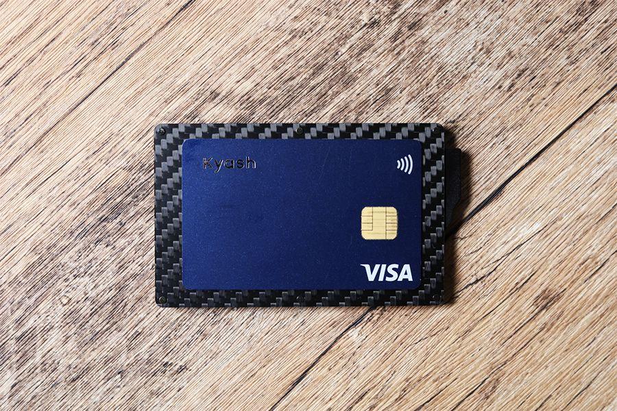 Zeprion クレカスキミング防止のスライド式ケースはクレジットカードより2周りほど大きなサイズ