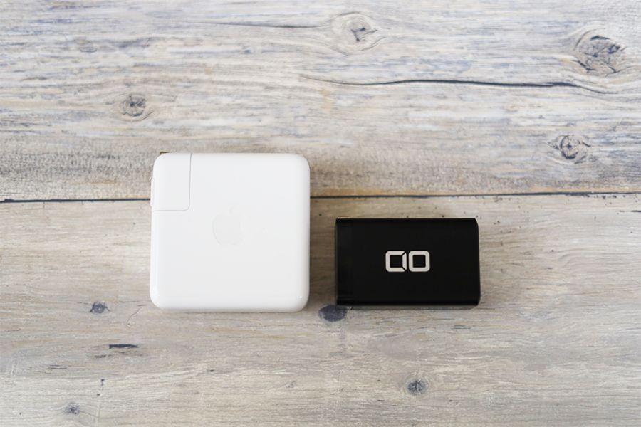 CIO LilNubとApple純正充電器のサイズを比較する