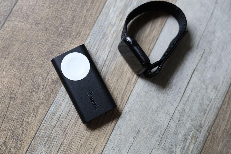 Belkin BOOST CHARGE Apple Watch用モバイルバッテリーはApple Watchを3.5回充電できる