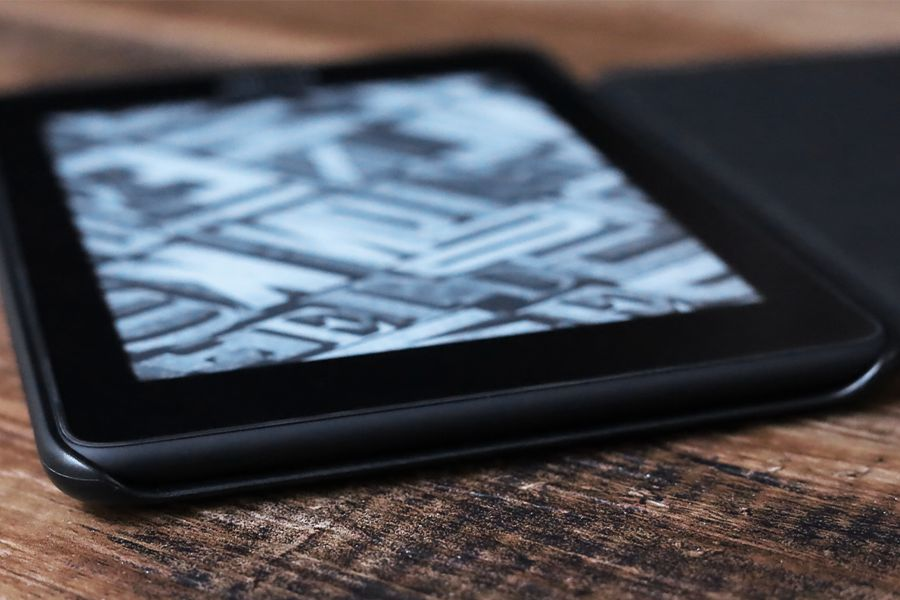 Kindle Paperwhite純正レザーケース:カバーの上部はガッツリ空いている
