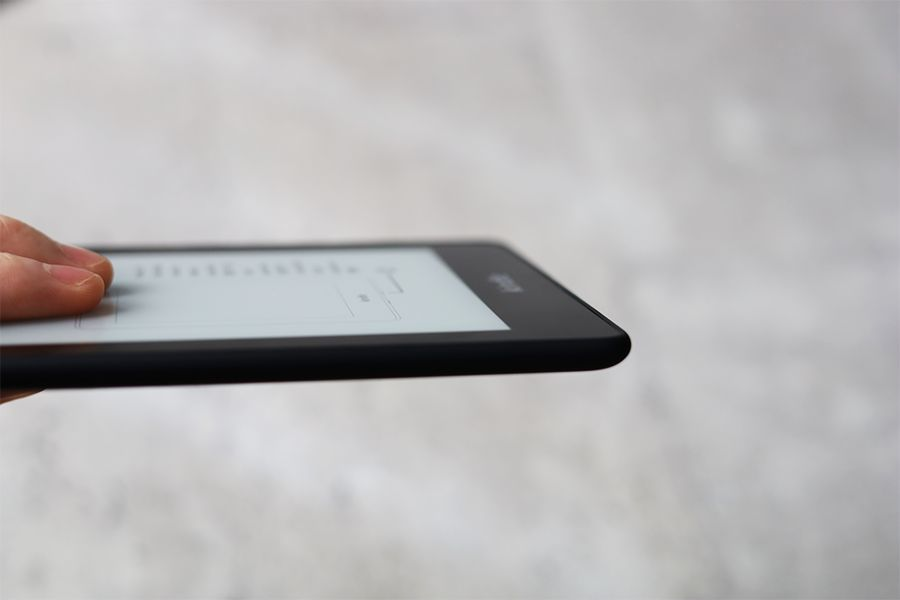 Kindle Paperwhiteの厚みは0.8cm